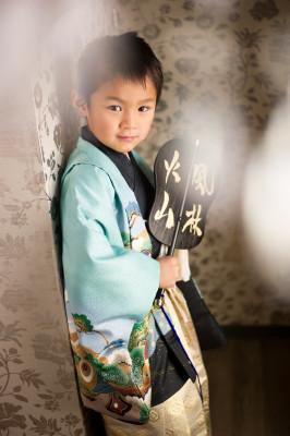 七五三 753 三歳 五歳 写真 男の子 着物 鎧兜 かっこいい 軍配