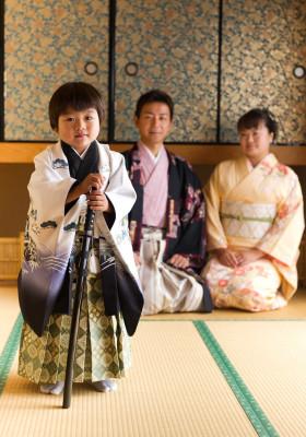 七五三 753 三歳 五歳 写真 男の子 着物 鎧兜 かっこいい 家族着物