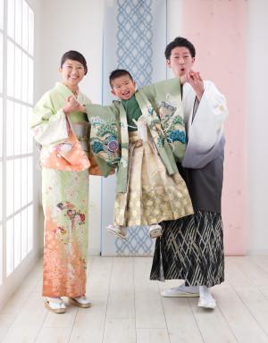 七五三 753 三歳 五歳 写真 男の子 着物 鎧兜 かっこいい 家族写真