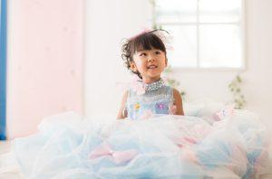 三歳七五三 水色リボン付きドレス かわいい