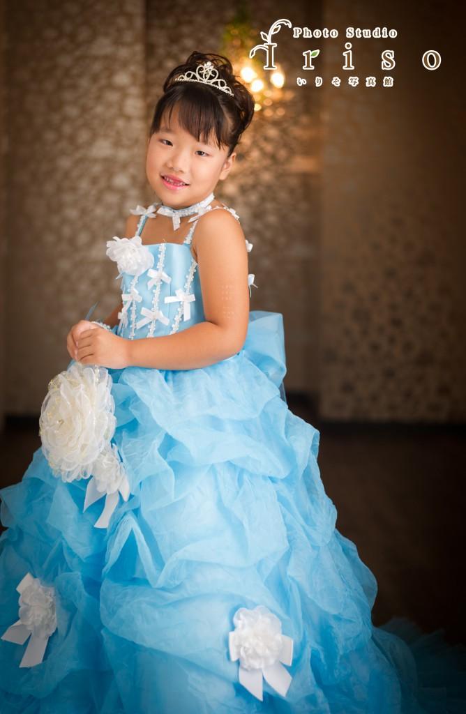 七歳 七五三 洋装 ドレス 青 ブルー 水色 リボン フラワーバッグ ティアラ かわいい