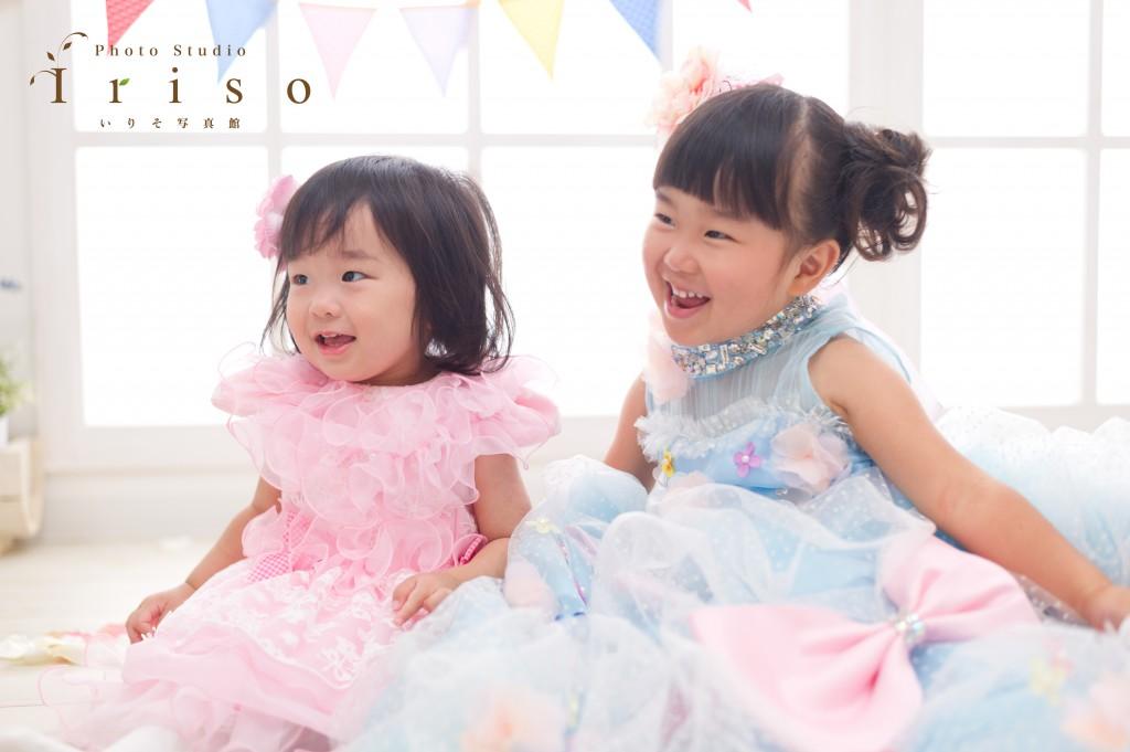 三歳七五三 姉妹 ピンクドレス 水色リボン付きドレス かわいい