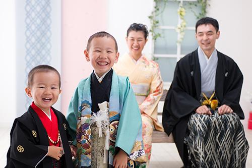 家族写真 兄弟姉妹 パパママ 三歳 五歳 七歳 七五三 和装 着物